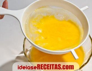 receita fios de ovos coador Doce fios de ovos