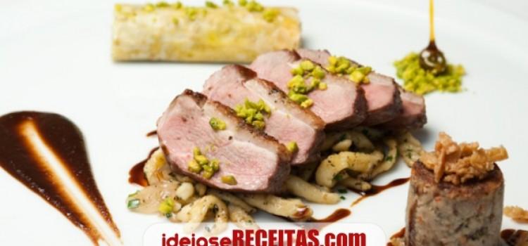 Foie gras panado com pistácios