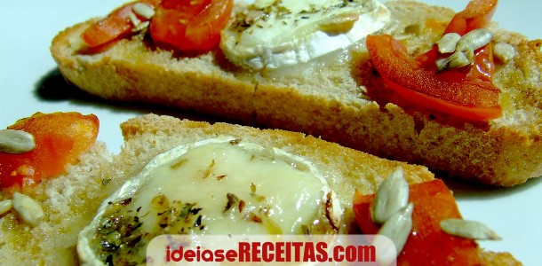 Bruschettas de tomate e queijo de cabra