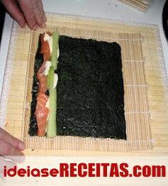 Como fazer sushi passo a passo - Rolo ao contrário