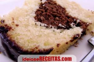 bolo-marmore-cobertura-chocolate