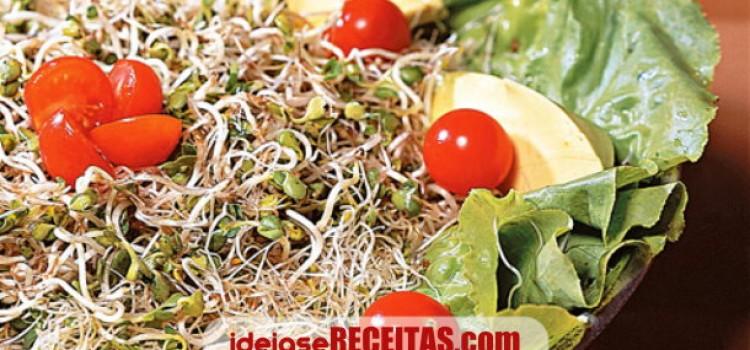 receita-salada-marinada-de-brotos-com-abacate