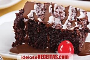receita-bolo-chocolate-e-cerejas