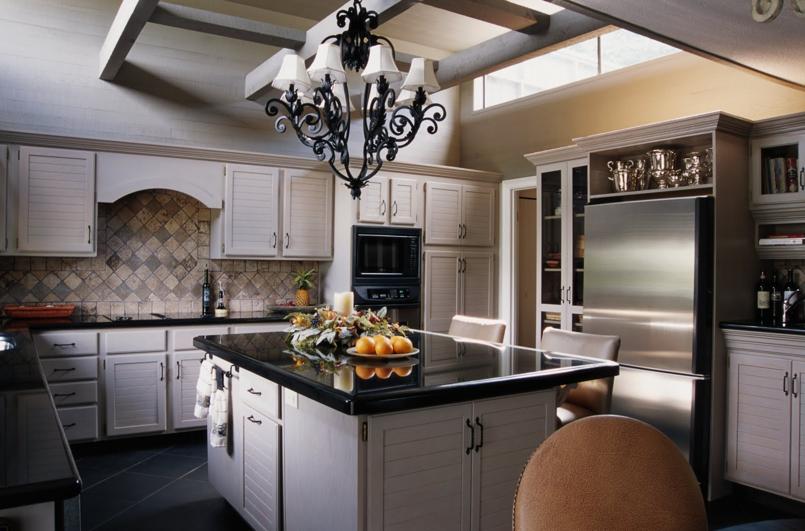 classic-kitchen-with-white-cabinet