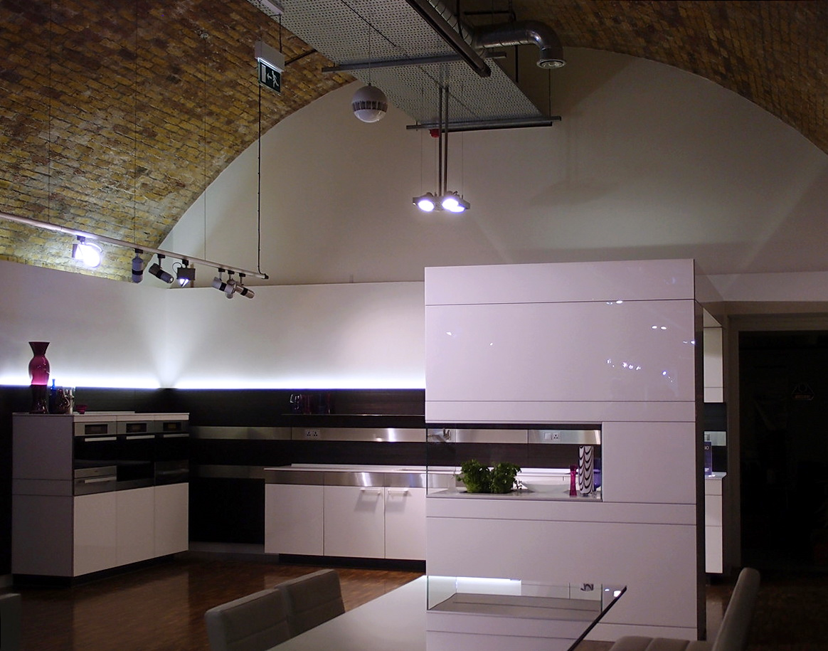 classic-lighting-kitchen-in-violet