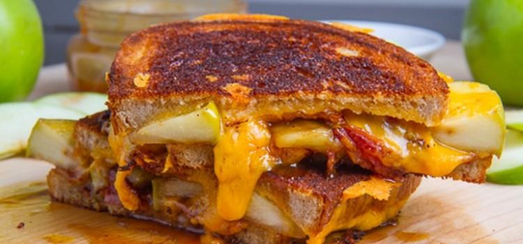 tosta-queijo-chedar-bacon, maca