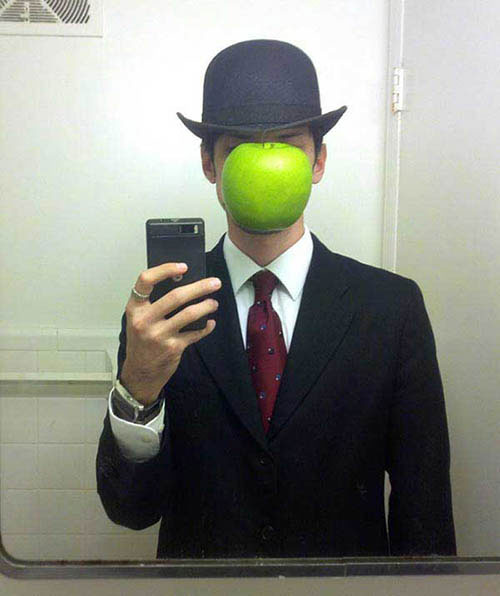 cosplay-The-Son-of-Man-by-Rene-Magritte-costume1-1