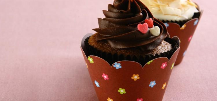 receita-cupcake-com-cobertura-de-chocolate3156