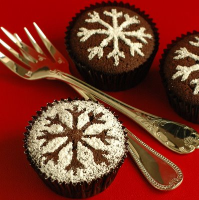 Catching_Snowflakes_by_christmas_cupcakes