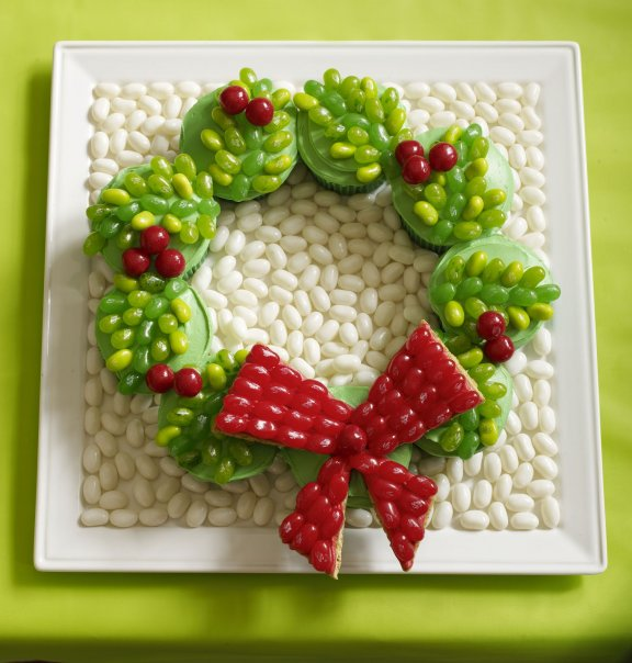 Christmas-Cupcakes-Jelly-Bean-Wreath