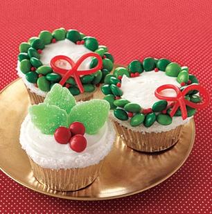 orange-cupcakes-vanilla-frosting-l