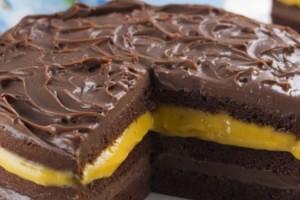 receita-bolo-chocolate-recheio-maracuja