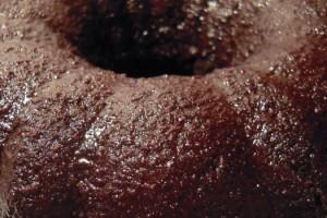 bolo-de-chocolate-com-calda-de-café-e-whisky
