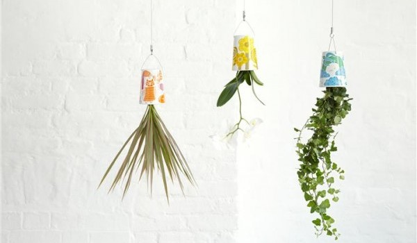 plantas-suspensas-coloridas-retro-por-boskke