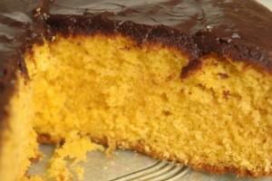 receita-bolo-cenoura-cobertura-chocolate
