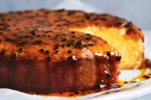 bolo de chocolate branco com calda de maracuja