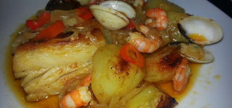 Bacalhau forno batatas ameijoas e camarao