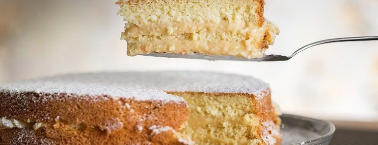 bolo bem casado com recheio de creme branco